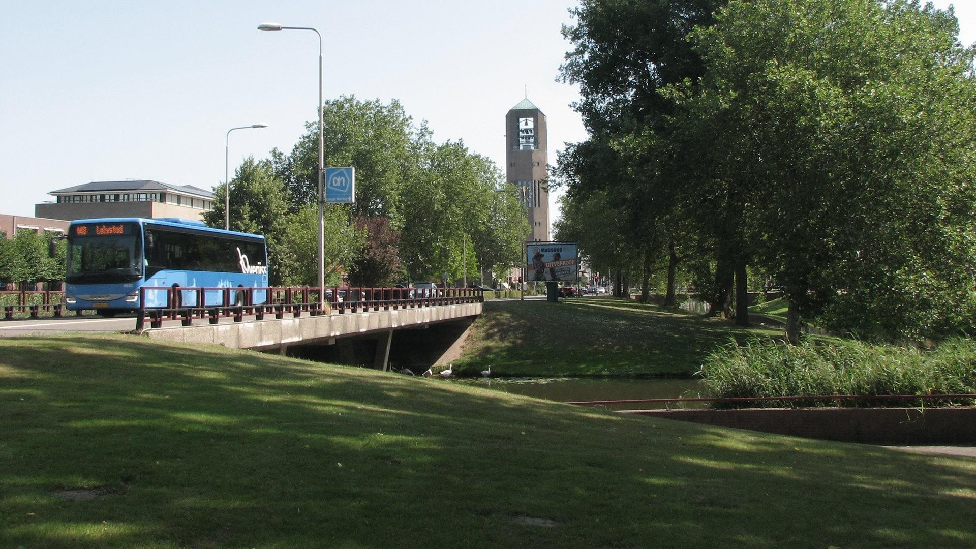 Blauwe bus in Emmeloord