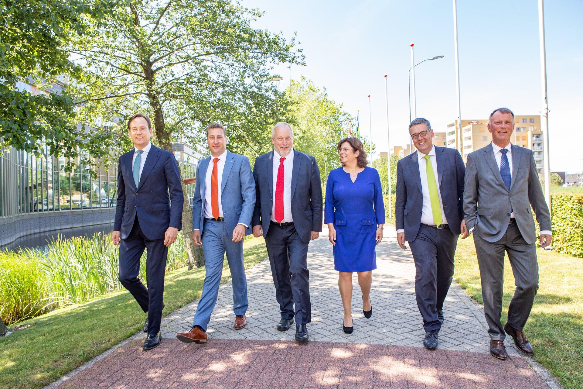 Het college van gedeputeerde staten van links naar rechts: Jan-Nico Appelman, Harold Hofstra, Jop Fackeldey, Cora Smelik, Michiel Rijsberman en Jan de Reus.