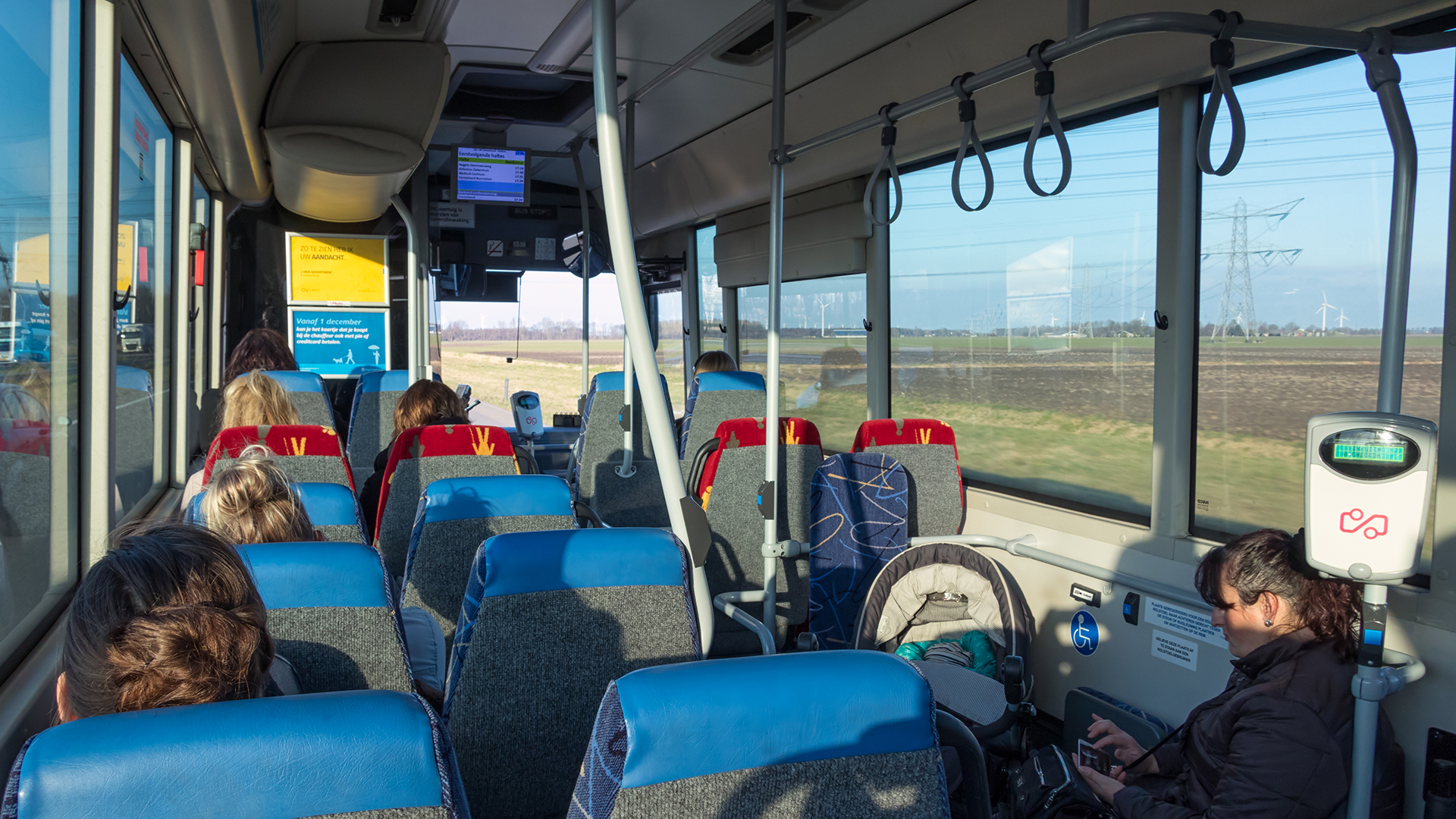Foto van Buspassagiers in een bus