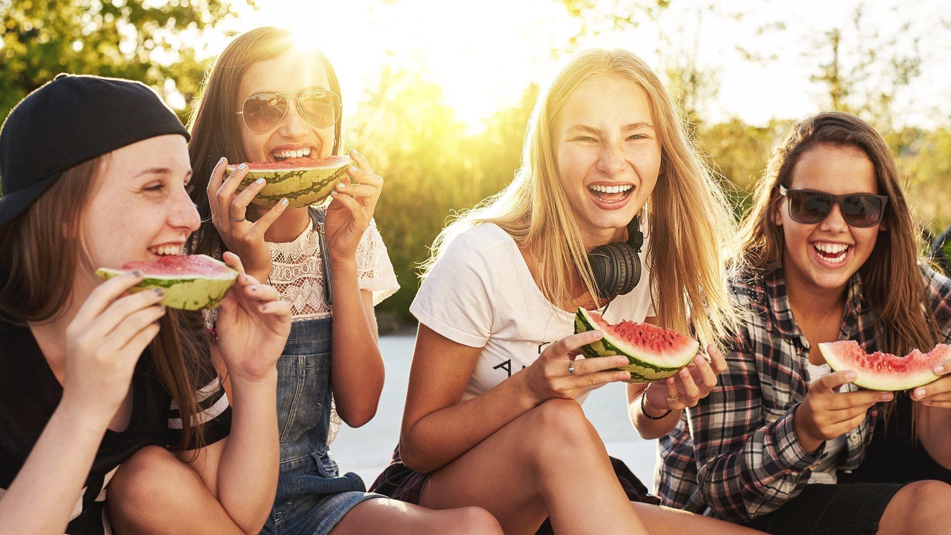 Vrouwen met een watermeloen